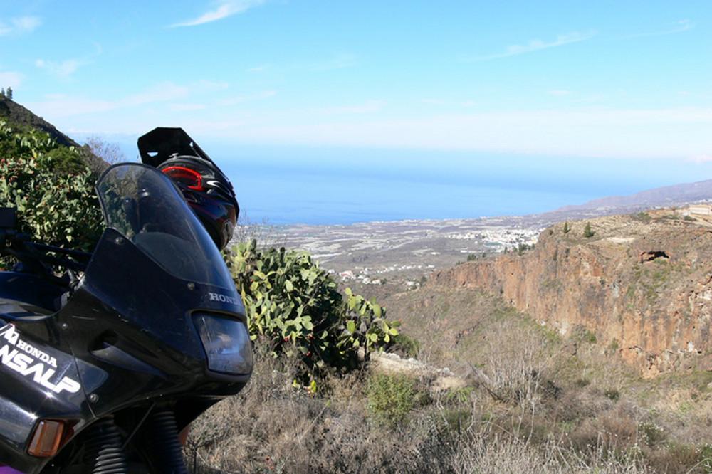 Tenerife nascosta in moto pueblo de las fuentes for Moderne case costiere