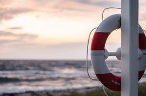 Turista annega a Puerto del Carmen, straniero in carcere per omissione di soccorso